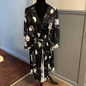 LuLaRoe Savannah Black & Gray Floral Kaftan Wrap